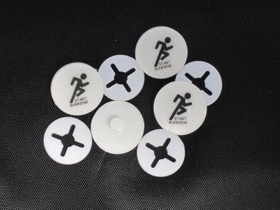Startnummer clip set van 4 stuks met standaard logo.